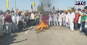 Pm Modi Da Putla Fukyaa by farmers' organizations at Cholang Toll Plaza of agricultural laws