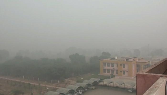 Delhi Air Pollution: Delhi's Air quality has deteriorated after witnessing rise in pollutants. Delhi Air Quality Index was recorded at 254...