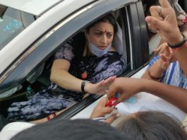 Congress workers gherao Smriti Irani in Varanasi after remark on Hathras rape case
