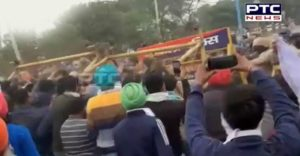 Ambala: Farmers break police barricades, clash between farmers and police