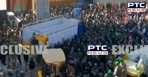 Farmers Lathicharge at Tikri border, Police use water cannon & tear gas shells
