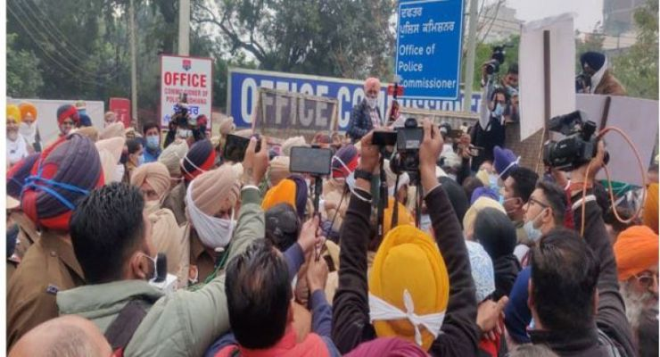 SAD protest Police Commissioner's Office against MLA Simarjit Bains