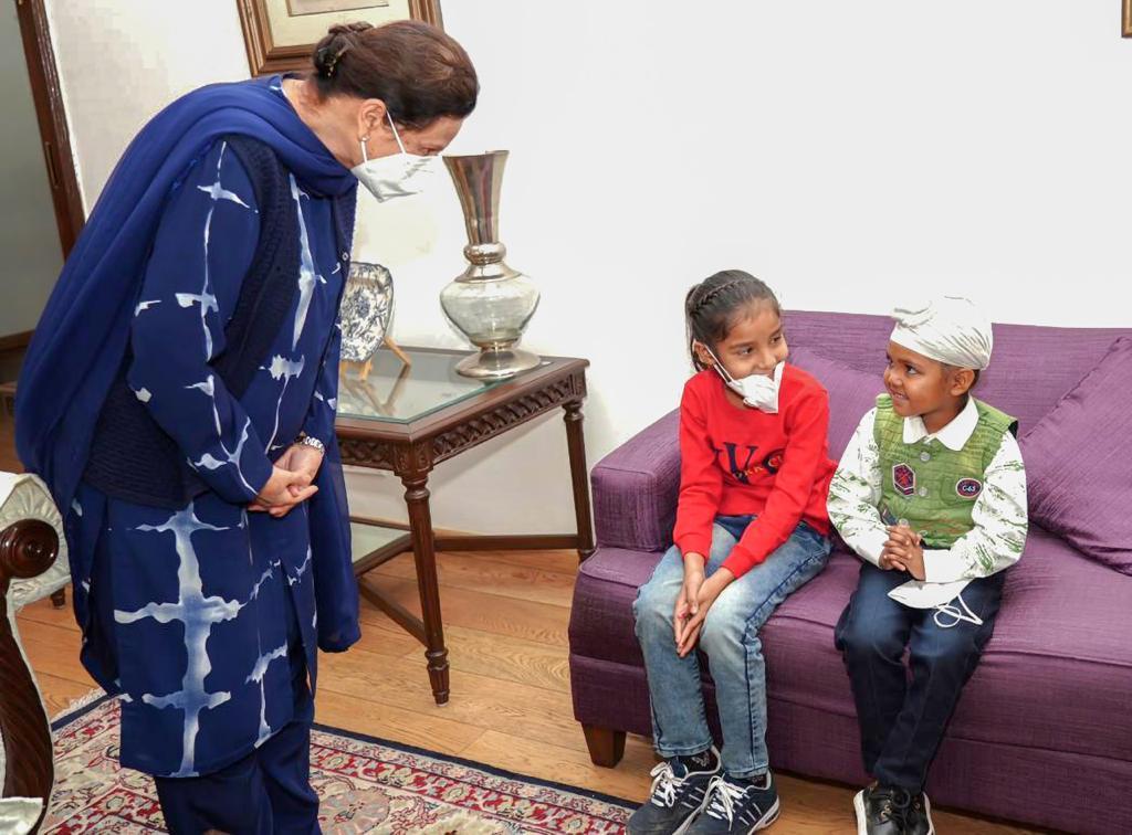 Moga: Punjab CM Captain Amarinder Singh met Noorpreet Kaur, aka Noor, along with her sister, and conveyed his Diwali greetings.