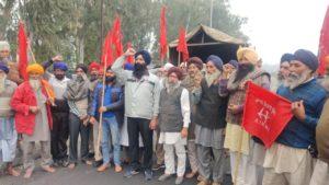 Barnala: Farmers to head for Delhi from Badbar Toll Plaza dhol vaja ke