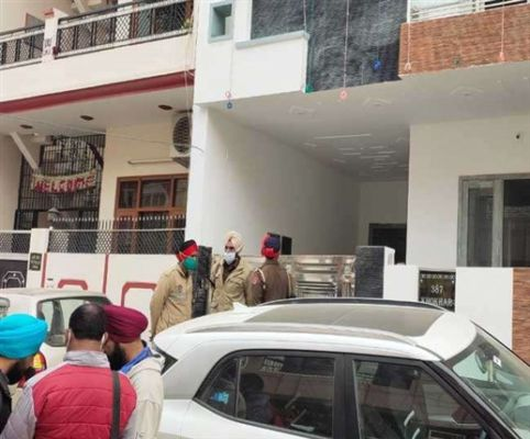 Bodies of husband and wife and daughter found in a house in Bathinda