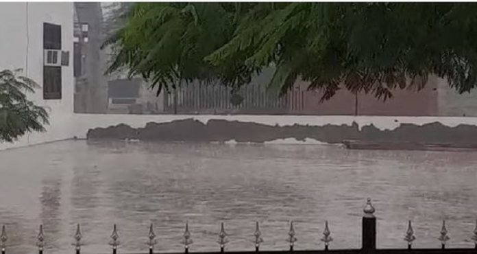 Temperature dips as rainfall lashes out in several parts of Punjab