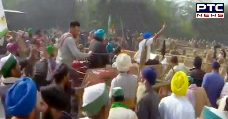 Farmers tractor to remove barricading done at Ghazipur-Ghaziabad (Delhi-UP) border