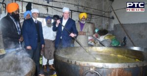 Australia's High Commissioner Barry O'Farrell at Sachkhand Sri Harmandir Sahib Ji