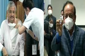 Delhi: AIIMS Director Dr. Randeep Guleria receives Covid-19 vaccine