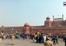 Farmers Tractor Parade : Farmers break police barricades After reach Red Fort Delhi with Tractors
