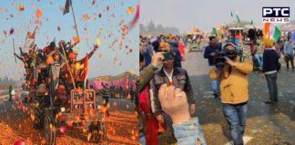 Farmers Tractor Parade : Farmers Kafle te flowers in Delhi