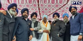 Former Congress district president Manjit Singh Ghasitpur from Tarn Taran joined the SAD