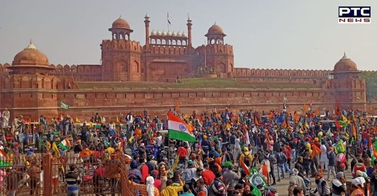 Tractor March Delhi: Protesting farmers hoisted a flag at the Red Fort in Delhi after a tractor march in Delhi on Republic Day 2021.