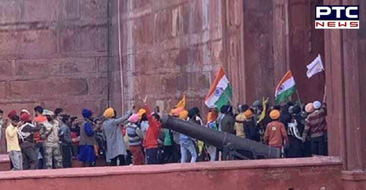 Tractor March Delhi: Lathi charge on farmers at Red Fort