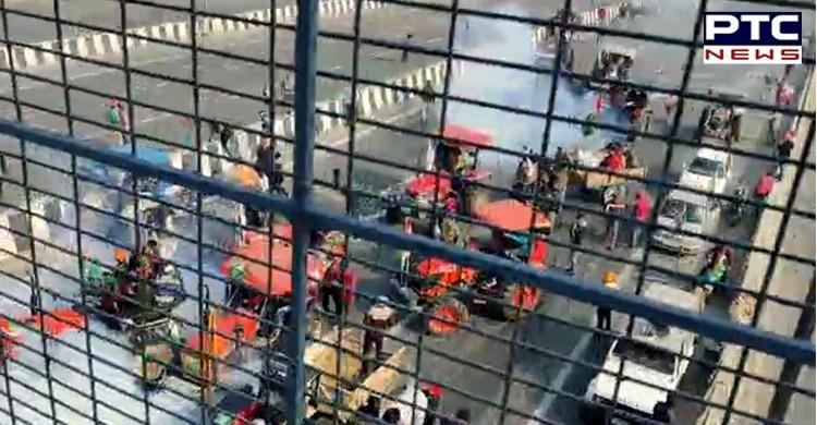 Tractor March Delhi: Farmers broke police barricading for tractor march in Delhi on Republic Day 2021. Kisan Gantantra parade.