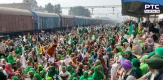 Farmers' 'Rail Roko' Protest : Farmers Rail Roko Andolan at Barnala railway station
