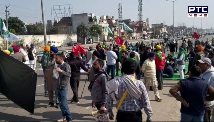 Himachal Pradesh: Amid farmers' chakka jam in India, Farmer Union Poanta Sahib, blocked Bangran chowk, one of the crowded streets in the area.