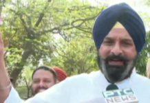 SAD MLAs protest outside Punjab Vidhan Sabha, distributes 'Meethiyan Goliyan'