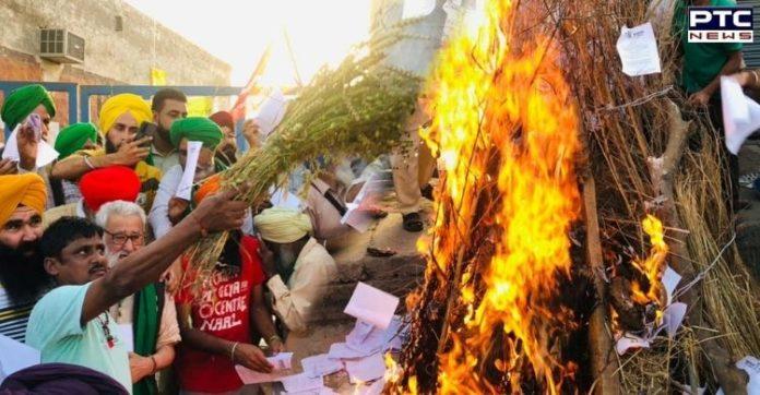 Farmers burn copies of farm laws on occasion of Holika Dahan