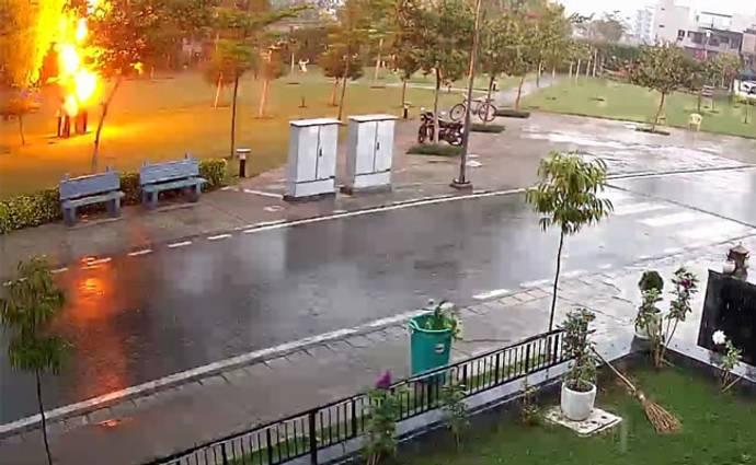 Lightning Strike In Gurgaon Caught On Camera. 1 Dead, 3 Injured