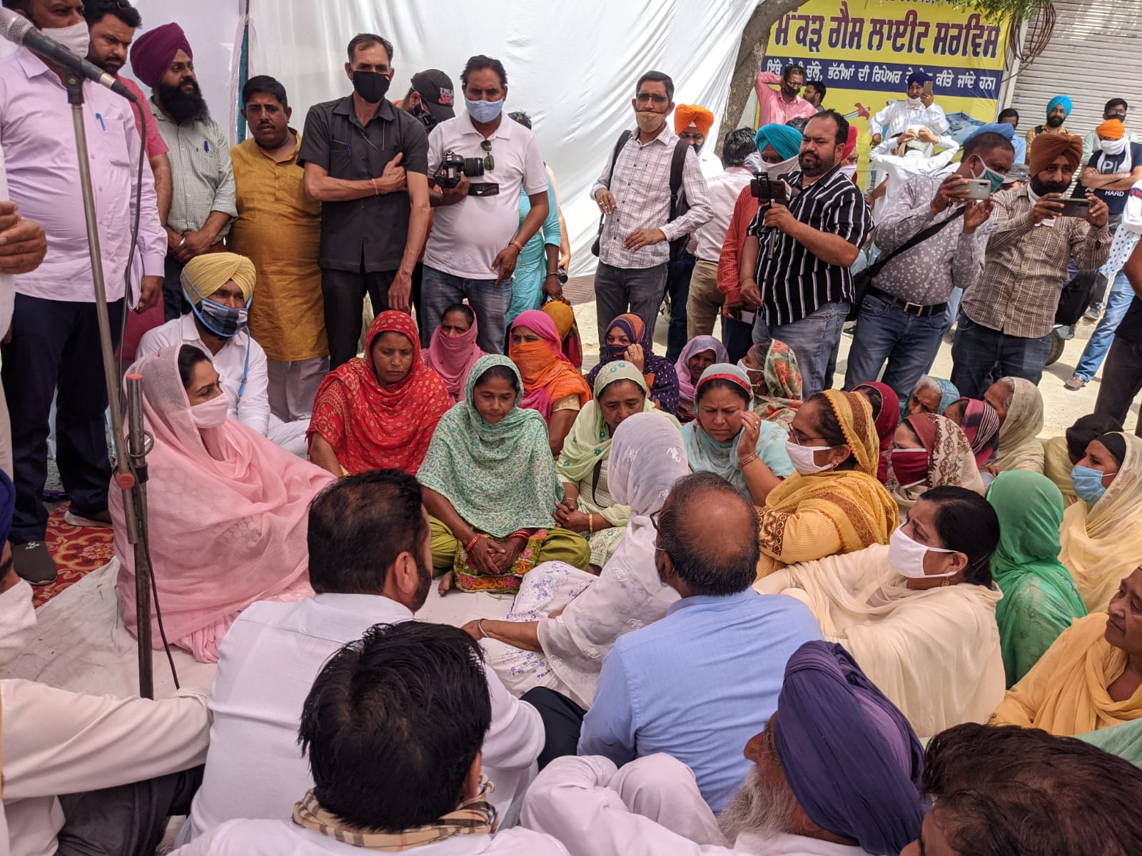 Shiromani Akali Dal (SAD) held protest dharnas in all constituencies to protest against fixed match being played by Captain Amarinder Singh with Centre.