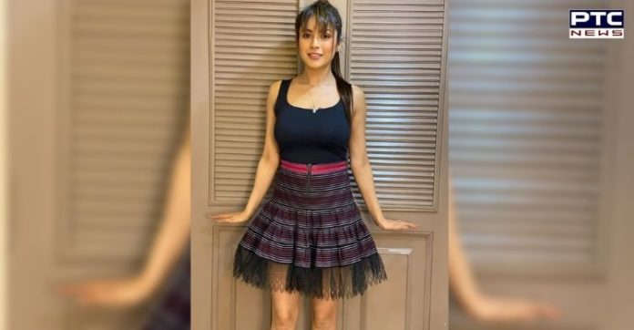 Shehnaaz Gill flaunts mini skirt look, here're glamorous pictures