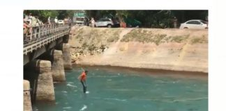 lathicharged , Teachers jump in Bhakra canal
