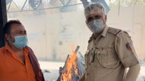 Delhi Police ASI postpones daughter marriage, helps over 1100 people for COVID cremation
