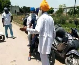 Nihangs looted cash by cutting the hand of finance company employee with kirpan In Amritsar