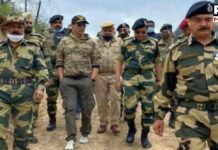 Akshay Kumar visits forward posts along LoC to meet BSF jawans