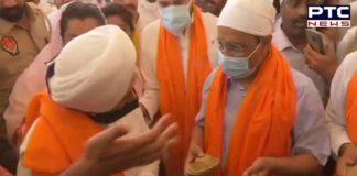 Delhi CM Arvind Kejriwal offers prayers at Sri Harmandir Sahib in Amritsar