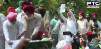 Farmers' protest: Protesting farmers hand over memorandum to Chandigarh DC