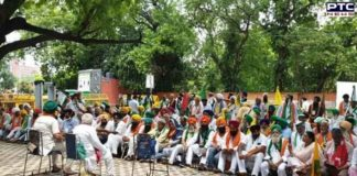 Farmers start 'Kisan Sansad' at Jantar Mantar, remember martyrs who died during agitation